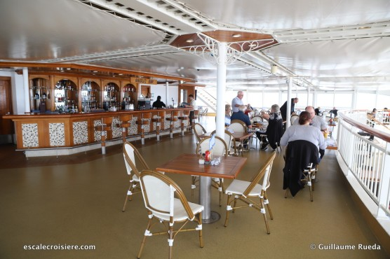 Norwegian Spirit - Raffles bar