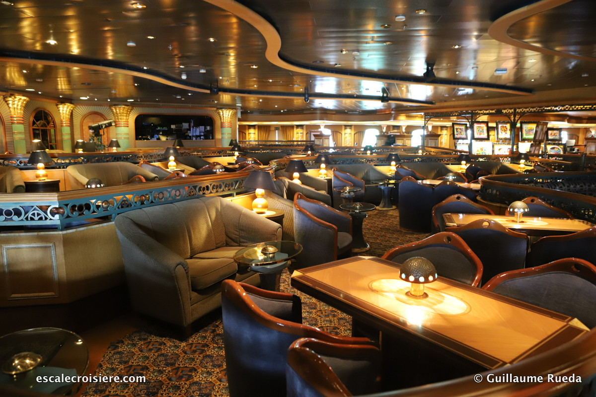 Crown Princess - Explorers Lounge