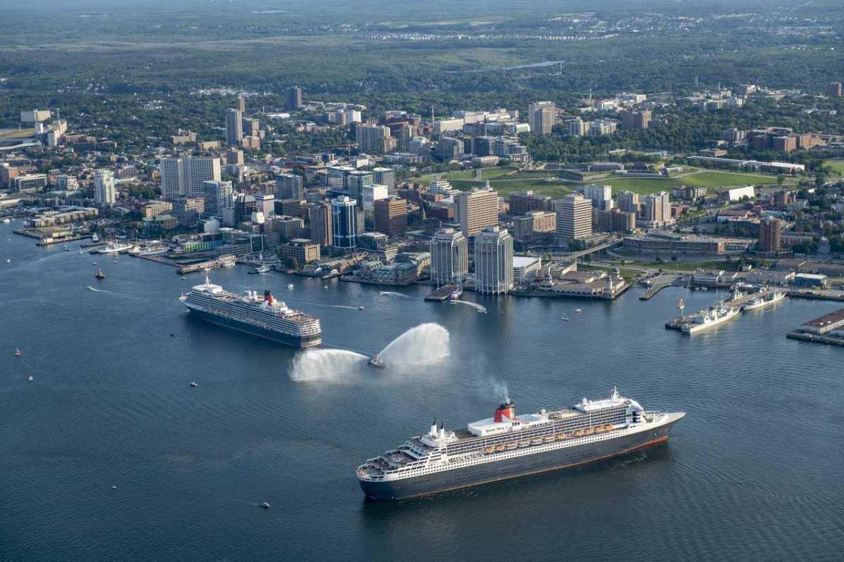 2019-07-26_Parade Queen Mary 2 - Queen Elizabeth Halifax