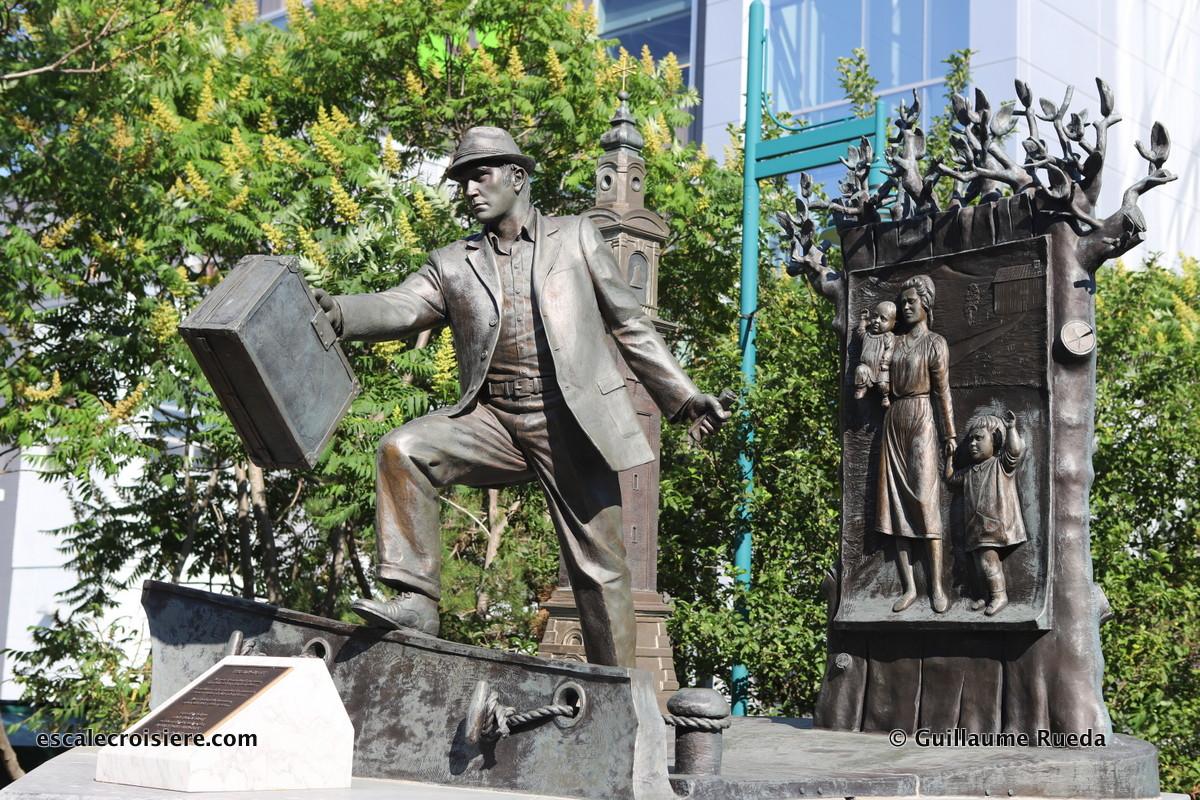 Escale Halifax - The Emigrant Statue