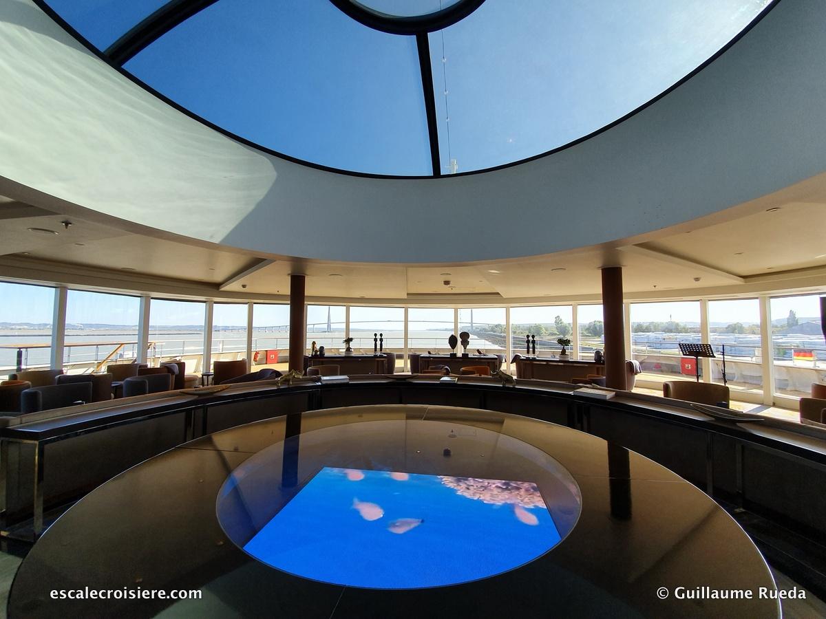 Observation Lounge - World Explorer - Quark