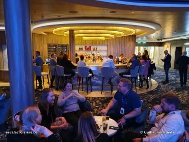 Atrium bar - Norwegian Encore