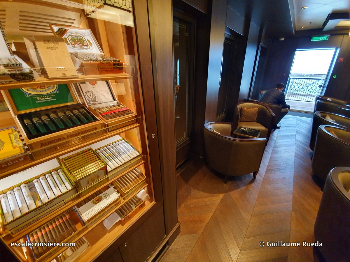 Cigar Lounge - Norwegian Encore