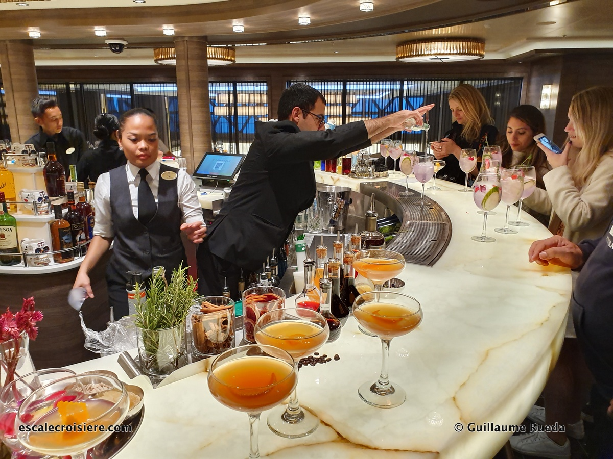 The A-List bar - Norwegian Encore