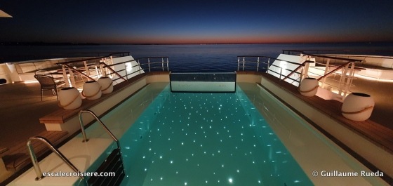 Piscine - Le Jacques Cartier by night - Ponant