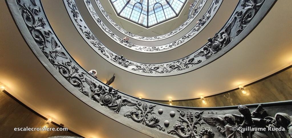 Rome - Musée du Vatican - Escalier Bramante