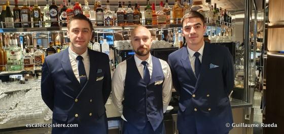 Le Commandant Charcot - bar crew